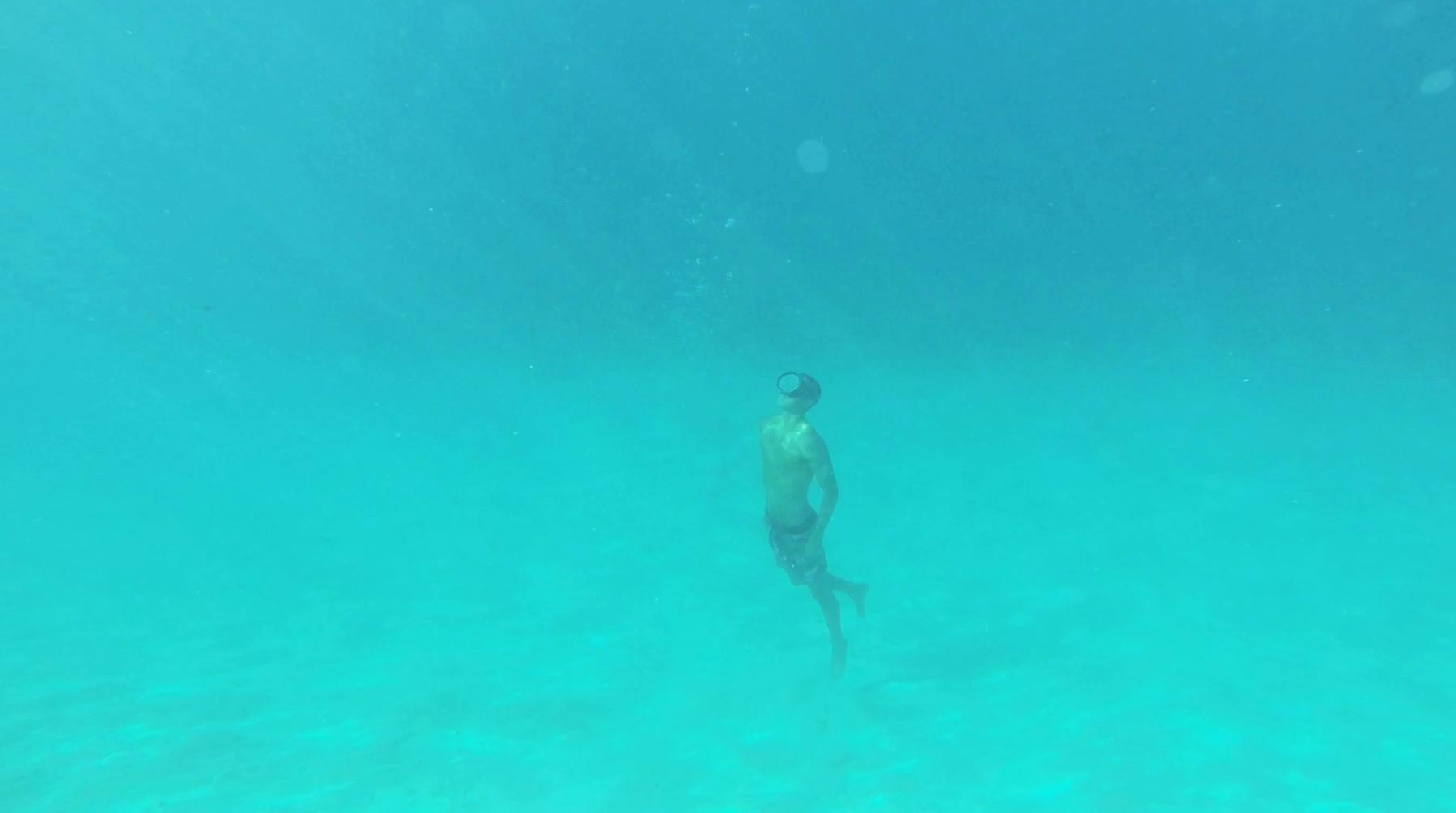 garrett-gee-moorea-tahiti-deep-dive