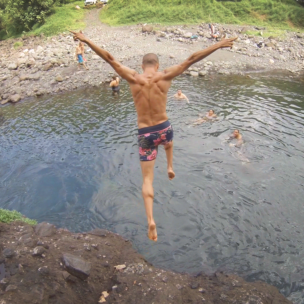 moorea-tahiti-jump