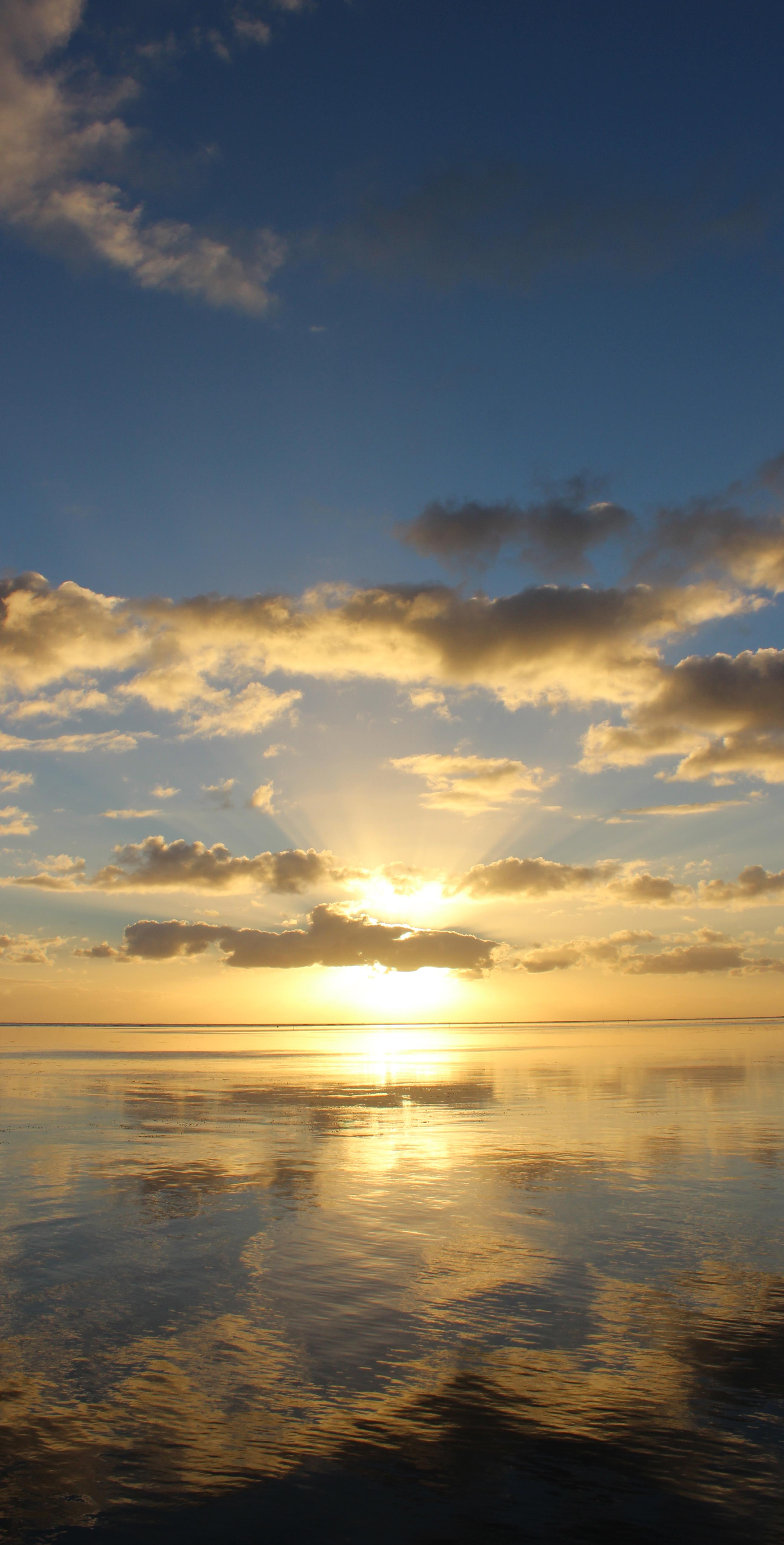 moorea-tahiti-sunrise