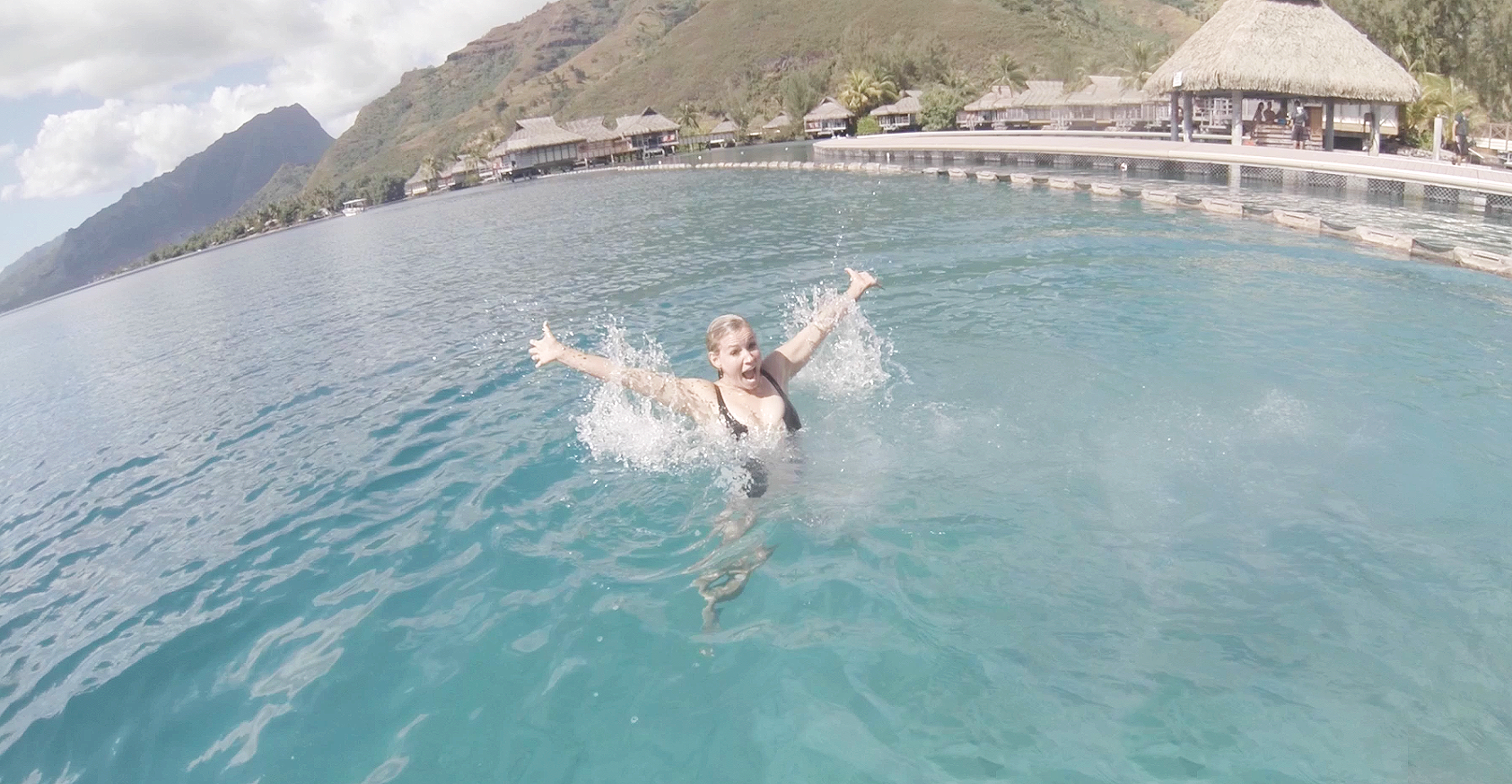 moorea-tahiti-treasure-jessica-splash